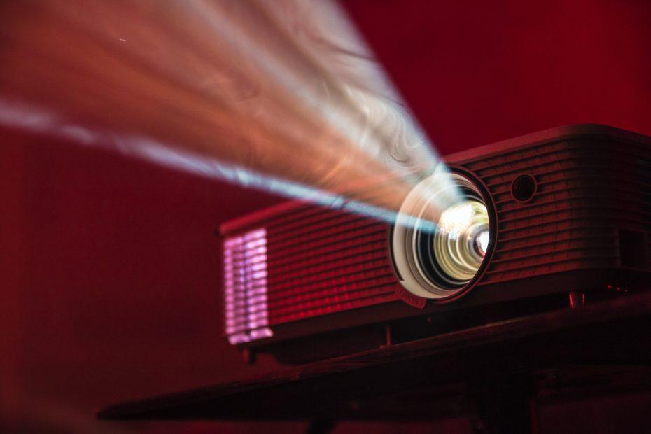 Projektori